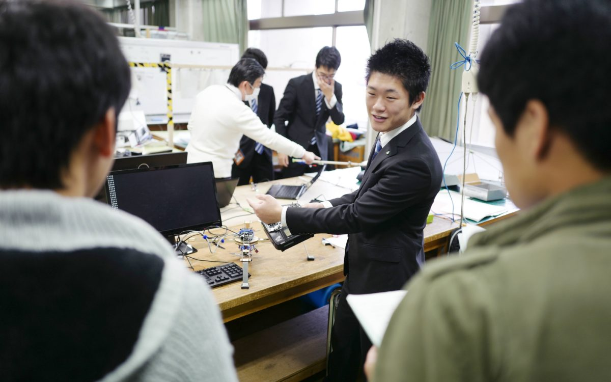 機械工学科5年生の卒業研究完成報告会が行われました。
