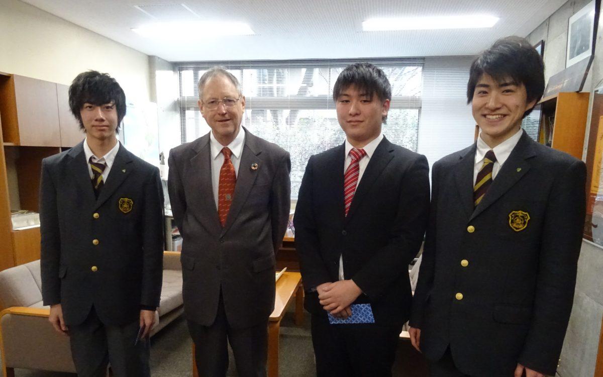 校内意見発表会の表彰式が行われました。