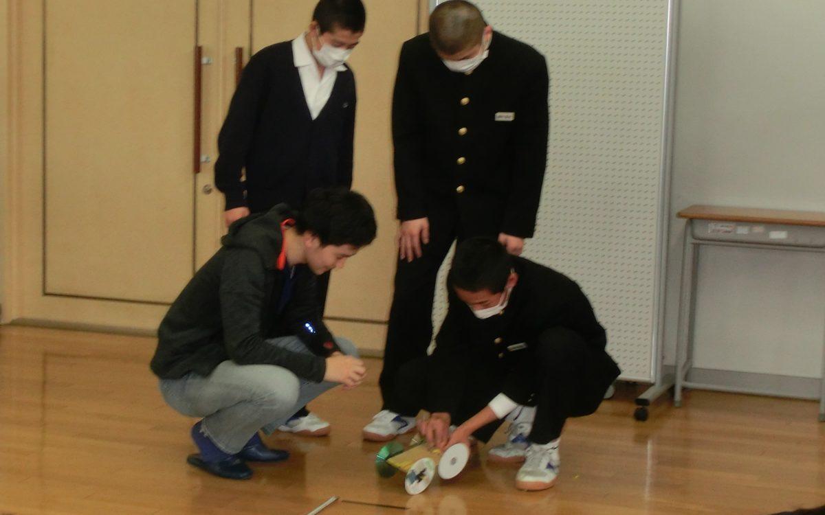 上級英語Iの4年生による出前授業が高松中学校で行われました。